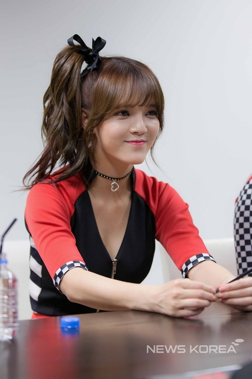 Tags: K-Pop, AOA (Ace Of Angels), Shin Jimin, Hair Up, Ribbon, Jewelry, Ponytail, Black Outerwear, Necklace, Looking Ahead, Sitting, Jacket