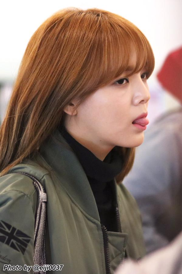 Tags: K-Pop, AOA (Ace Of Angels), Shin Jimin, Tongue, Green Outerwear, Side View, Looking Ahead