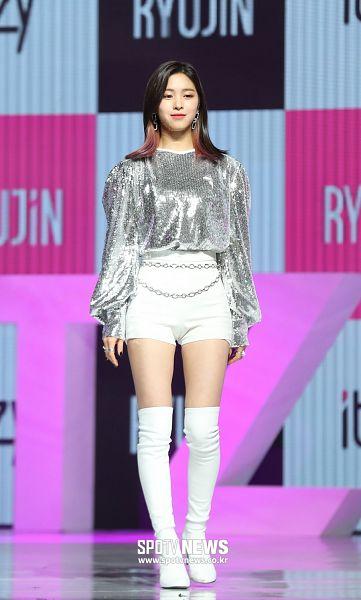 Tags: Itzy, Shin Ryujin, Boots, Bare Legs, Full Body, White Shorts, Shorts, Text: Artist Name, Looking Ahead, Belt, Silver Shirt, White Legwear