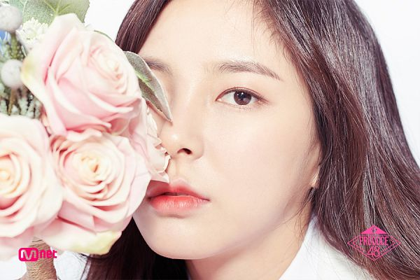 Tags: K-Pop, Television Show, Shin Suhyun, Wavy Hair, Covering Eyes, Flower, Bouquet, Close Up, Collar (Clothes), Light Background, Text: Series Name, Make Up