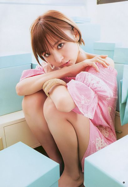 Tags: J-Pop, AKB48, Shinoda Mariko, Bare Legs, Pink Dress, Pink Outfit, Hand On Shoulder, Bare Shoulders, Barefoot, Android/iPhone Wallpaper