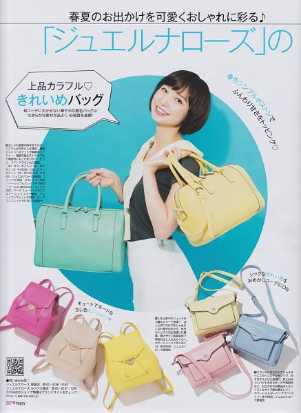 Tags: J-Pop, AKB48, Shinoda Mariko, White Neckwear, Gray Background, Japanese Text, Black Shirt, Bag, Medium Hair, White Skirt, Skirt, Android/iPhone Wallpaper