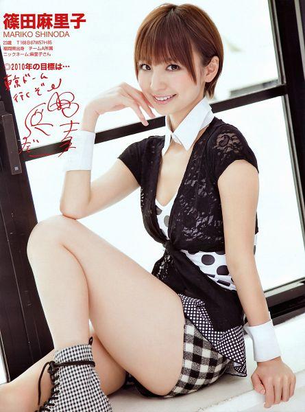 Tags: AKB48, Shinoda Mariko, Japanese Text, Collar (Clothes), Shorts, Android/iPhone Wallpaper, Magazine Scan, Scan