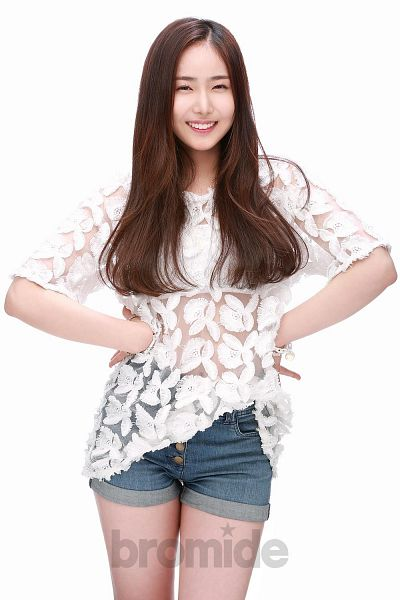 Tags: K-Pop, G-friend, SinB, Light Background, White Background, Denim Shorts, Hand On Hip, Blue Shorts, Shorts, Jeans, Android/iPhone Wallpaper, Bromide