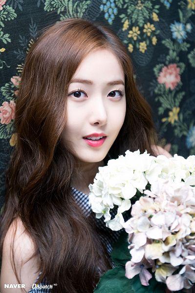 Tags: K-Pop, G-friend, SinB, Floral Print, Bare Shoulders, Flower, Bouquet, Black Eyes, Parallel, Dispatch