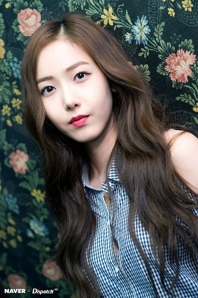 Tags: K-Pop, G-friend, SinB, Floral Print, Bare Shoulders, Serious, Blue Shirt, Parallel, Dispatch
