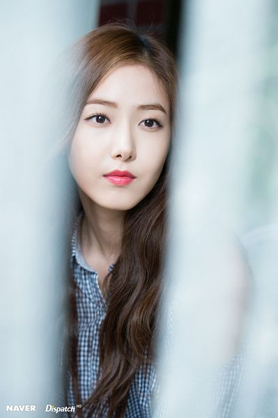 Tags: K-Pop, G-friend, SinB, Blue Shirt, Serious, Looking Ahead, Black Eyes, Dispatch, Parallel