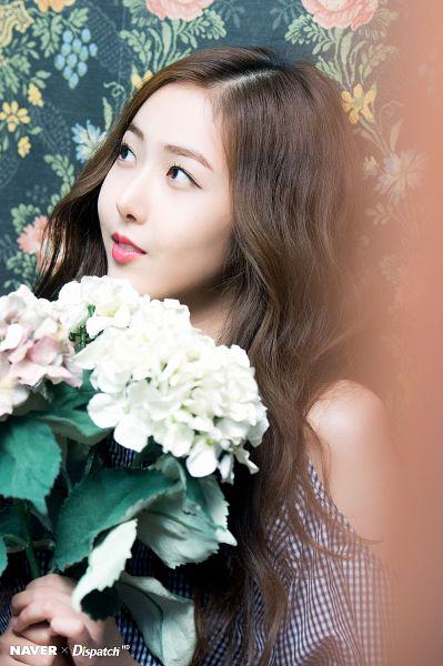 Tags: K-Pop, G-friend, SinB, Bare Shoulders, Looking Away, Flower, Dispatch, Parallel