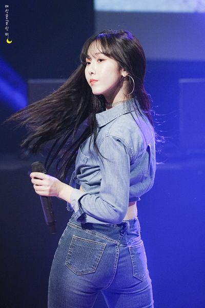 Tags: K-Pop, G-friend, SinB, Black Eyes, Serious, Blue Shirt, Hair Flip, Blue Pants, Jeans, Korean Text, Denim Shirt