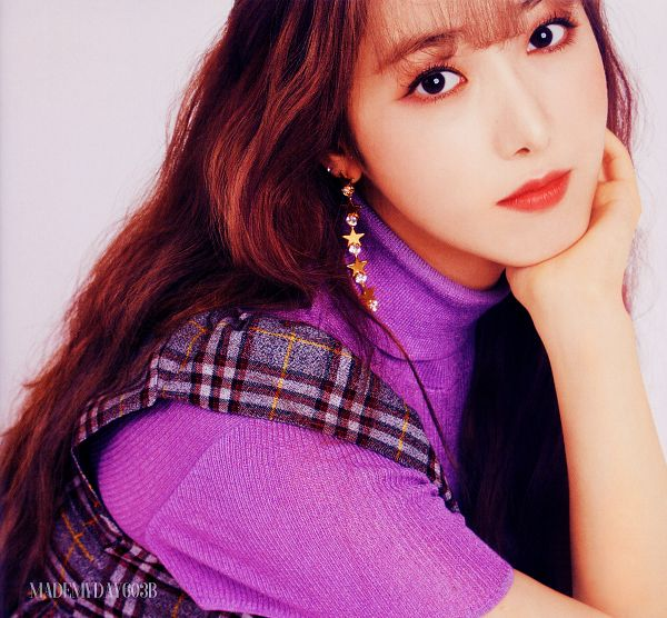 Tags: K-Pop, G-friend, Memoria, SinB, Overalls, Hand On Head, Close Up, Collar (Clothes), Hand On Cheek, Make Up, Red Hair, Turtleneck