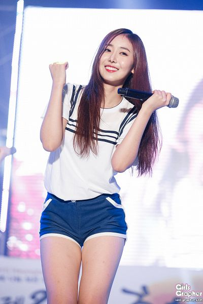 Tags: G-friend, SinB, Shorts, Microphone, Blue Shorts, Live Performance