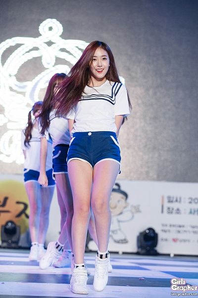 Tags: G-friend, SinB, Sneakers, Dancing, Full Body, White Footwear, Shoes, Socks, Blue Shorts, Shorts, Android/iPhone Wallpaper, Live Performance