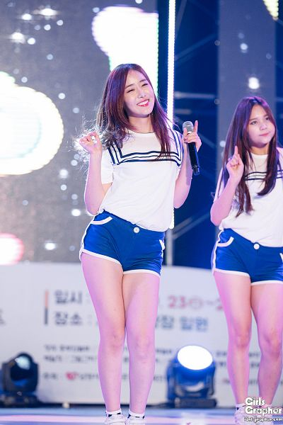 Tags: K-Pop, G-friend, Umji, SinB, Shorts, Blue Shorts, Spotlight, Looking Ahead, Stage, Eyes Half Closed, Dancing, Live Performance