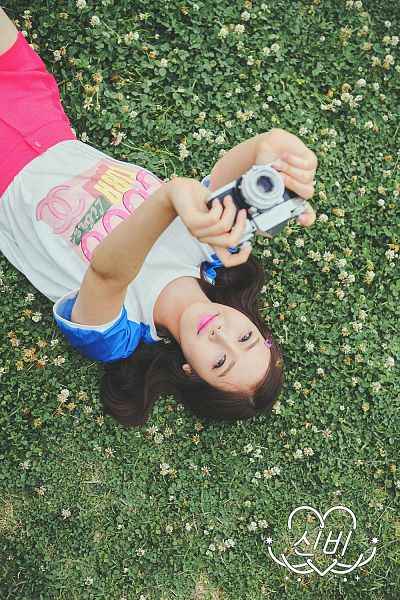 Tags: K-Pop, G-friend, SinB, Laying On Ground, Laying On Back, Grass, Laying Down, Camera, Android/iPhone Wallpaper, LOL