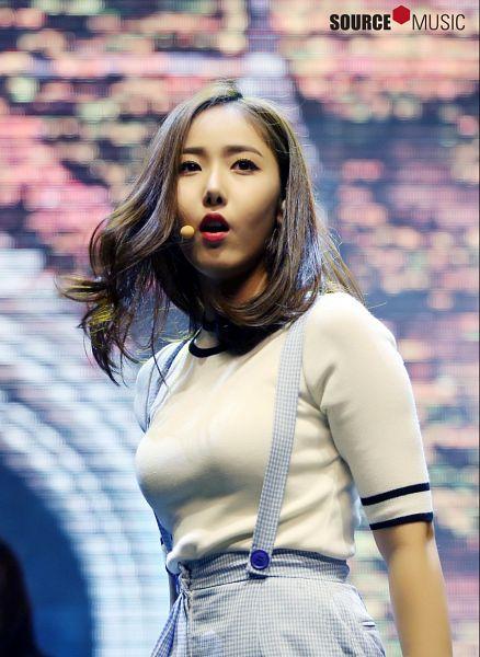 Tags: K-Pop, G-friend, SinB, Suspenders, Microphone, Singing