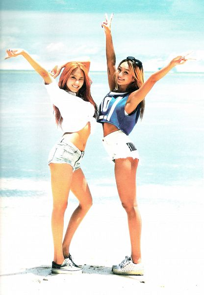 Tags: K-Pop, Sistar, Bora, Hyorin, Outdoors, Sleeveless, Blue Shirt, White Footwear, Wink, Tattoo, Sleeveless Shirt, Shoes