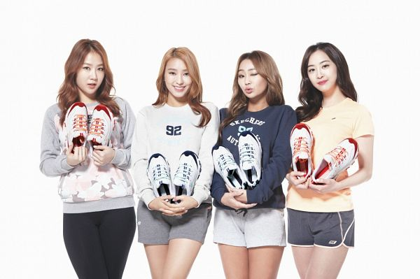 Tags: K-Pop, Sistar, Soyou, Dasom Kim, Bora, Hyorin, Shoes, White Outfit, White Footwear, White Background, Gray Shorts, Shorts