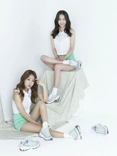 Tags: K-Pop, Sistar, Dasom Kim, Soyou, Shoes, Two Girls, Sneakers, Sitting On Ground, Socks, Duo, Light Background, Green Shorts