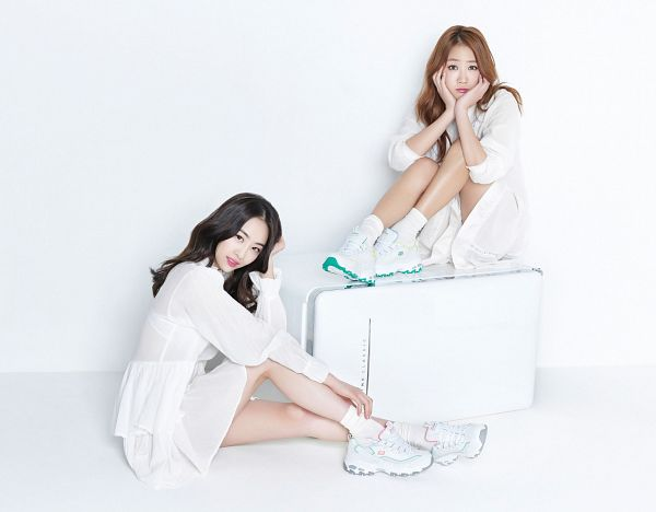 Tags: K-Pop, Sistar, Soyou, Dasom Kim, Hand In Hair, White Footwear, Chin In Hand, Light Background, White Skirt, White Background, Two Girls, Matching Outfit