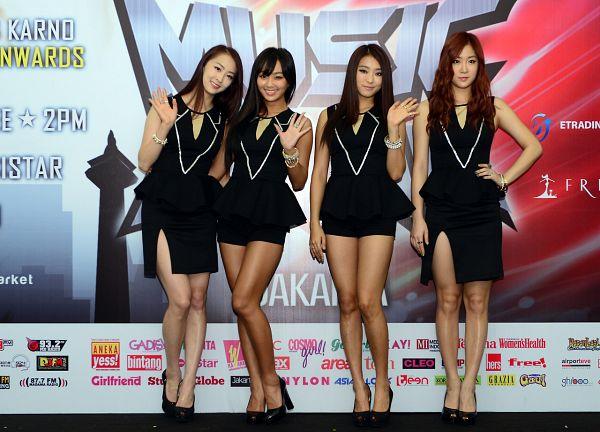 Tags: K-Pop, Sistar, Bora, Dasom Kim, Hyorin, Soyou, Black Dress, Full Group, Black Outfit, Wave, Black Footwear, Quartet