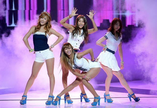 Tags: K-Pop, Sistar, Bora, Hyorin, Soyou, Dasom Kim, White Skirt, Quartet, Shorts, Four Girls, Blue Footwear, Full Group