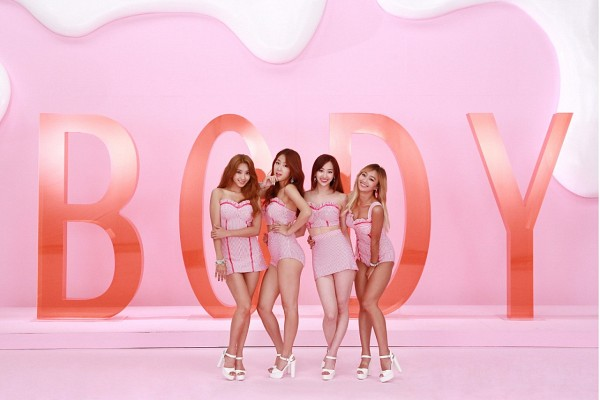 Tags: K-Pop, Sistar, Touch My Body (Song), Hyorin, Bora, Soyou, Dasom Kim, Arm Around Waist, Full Body, Pink Shirt, White Footwear, Skirt