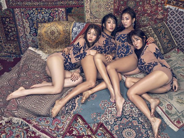 Tags: K-Pop, Sistar, Soyou, Hyorin, Bora, Dasom Kim, Butt, Looking Up, Brown Shorts, Barefoot, Brown Shirt, Bare Legs