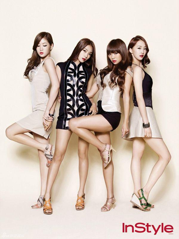 Tags: K-Pop, Sistar, Hyorin, Dasom Kim, Bora, Soyou, Full Group, Medium Hair, Arm Around Waist, Leg Up, Light Background, Bare Legs