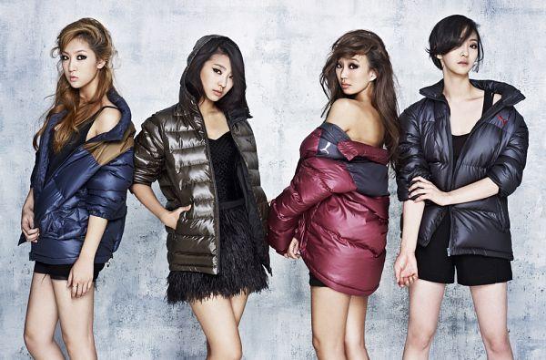 Tags: K-Pop, Sistar, Soyou, Hyorin, Dasom Kim, Bora, Bare Legs, Black Dress, Back, Blue Outerwear, Bare Back, Blue Jacket