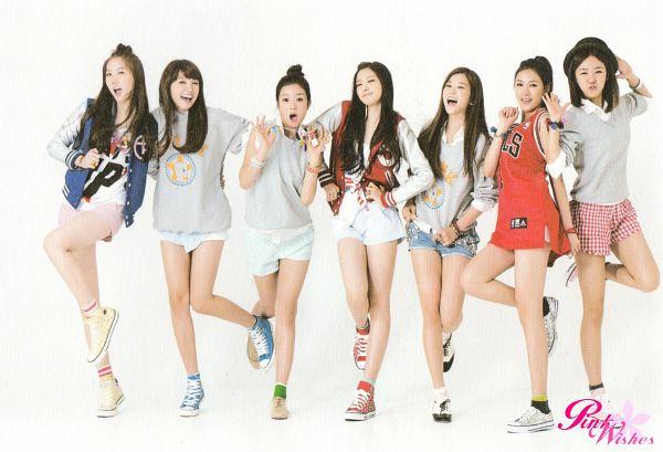 Tags: K-Pop, Apink, Kim Nam-joo, Hong Yoo-kyung, Oh Ha-young, Son Na-eun, Yoon Bo-mi, Park Cho-rong, Jung Eun-ji, Full Group, Full Body, Hat