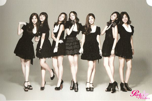 Tags: K-Pop, Apink, Jung Eun-ji, Kim Nam-joo, Hong Yoo-kyung, Oh Ha-young, Son Na-eun, Yoon Bo-mi, Park Cho-rong, Black Dress, Full Group, Brown Background