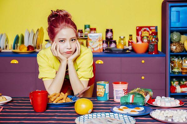 Tags: K-Pop, Mamamoo, Yes I am, Solar, Bend Over, Food, Hand On Head, Fridge, Kitchen, Hand On Cheek, Purple (Album)