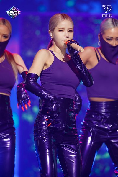 Tags: Television Show, K-Pop, Mamamoo, Spit it out, Solar, Holding Object, Dancing, Trio, Black Gloves, Facial Mark, Eyeshadow, Black Pants
