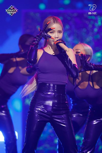 Tags: Television Show, K-Pop, Mamamoo, Spit it out, Solar, Gloves, Purple Shirt, Sleeveless Shirt, Ponytail, Mole, Contact Lenses, Holding Object