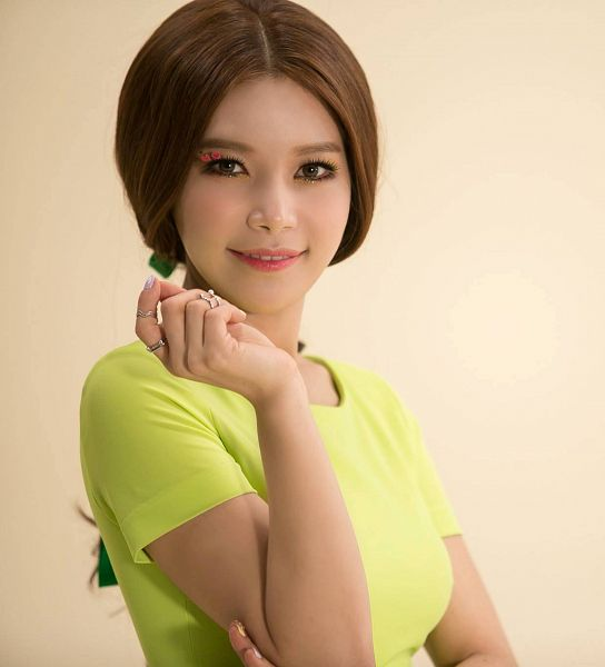 Tags: K-Pop, Mamamoo, Ahh Oop!, Solar, Crossed Arms, Brown Background, Yellow Outfit, Yellow Dress