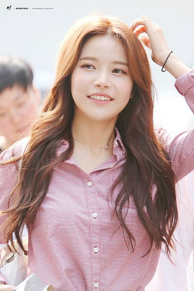 Tags: K-Pop, Mamamoo, Solar, Looking Away, Necklace, Pink Shirt, Hand In Hair, Android/iPhone Wallpaper