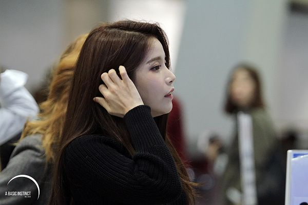 Tags: K-Pop, Mamamoo, Solar, Side View, Hand In Hair