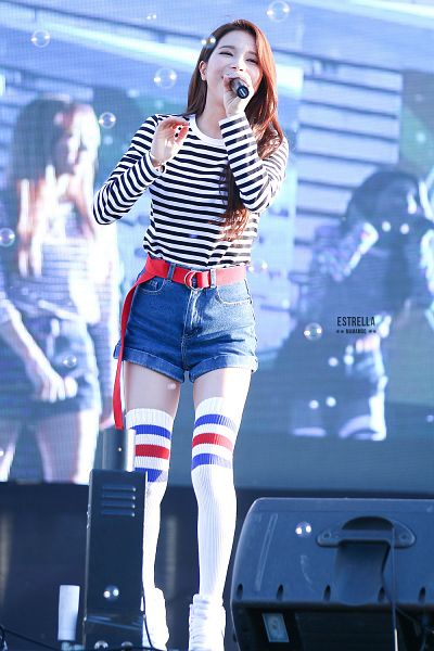 Tags: K-Pop, Mamamoo, Solar, Shoes, Bare Legs, Thigh Highs, Black Eyes, Wave, Striped, Denim Shorts, Shorts, White Legwear