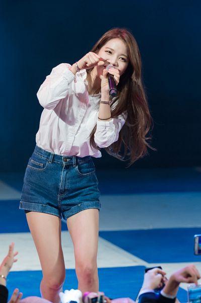 Tags: K-Pop, Mamamoo, Solar, Jeans, Denim Shorts, Covering Mouth, Shorts