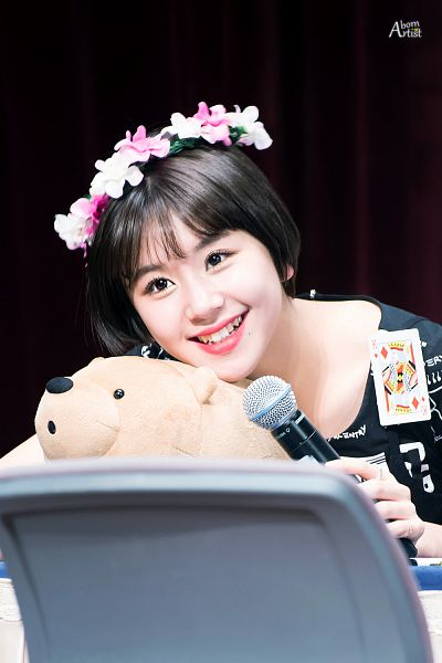 Tags: K-Pop, Twice, Son Chaeyoung, Black Background, Flower, Stuffed Toy, Toy, Bend Over, Dark Background, Crown, Flower Crown, Microphone