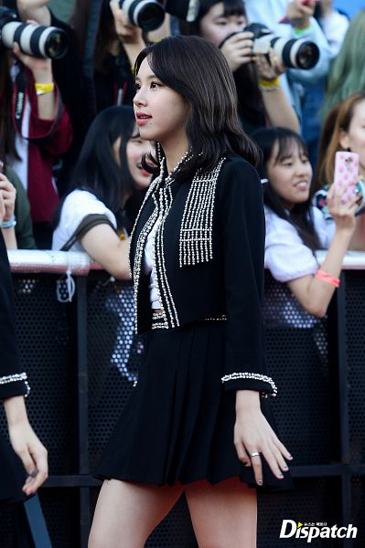 Tags: K-Pop, Twice, Son Chaeyoung, Blunt Bangs, Walking, Side View, Black Outfit, Skirt, Black Outerwear, Black Skirt, Black Jacket, Dispatch