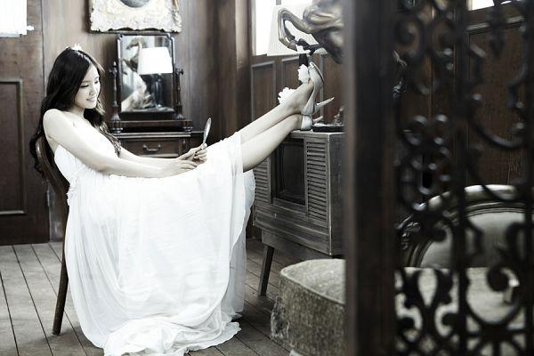 Tags: K-Pop, Apink, Son Na-eun, White Outfit, White Dress, Wedding Dress