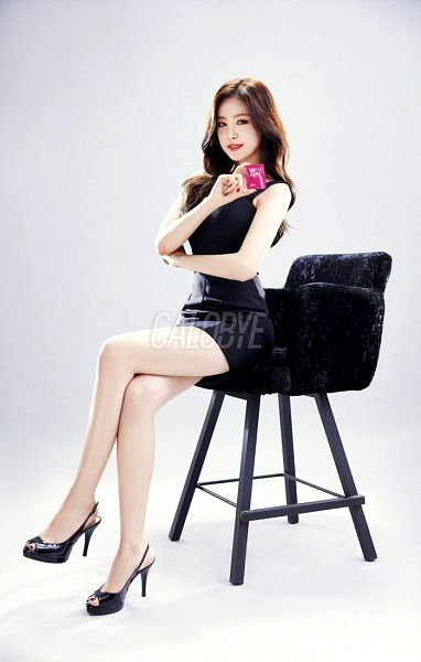 Tags: K-Pop, Apink, Son Na-eun, Bare Shoulders, Red Lips, Sleeveless, Gray Background, Chair, Sleeveless Dress, Black Outfit, Armchair, Crossed Legs