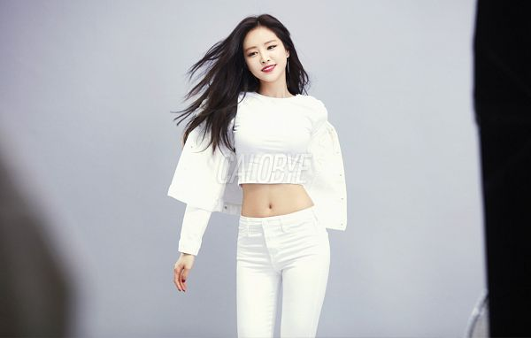 Tags: K-Pop, Apink, Son Na-eun, Grin, Gray Background, Hair Flip, Black Eyes, Navel, White Pants, Midriff, Red Lips, Calobye