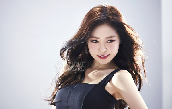 Tags: K-Pop, Apink, Son Na-eun, Black Dress, Black Eyes, Black Outfit, Red Lips, Grin, Gray Background, Calobye