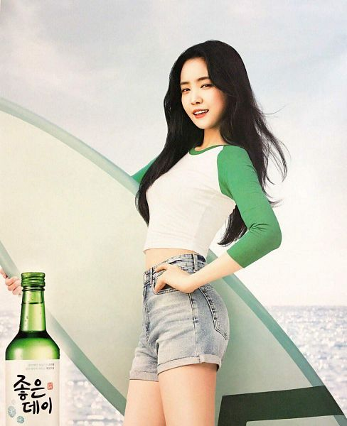 Tags: K-Pop, Apink, Son Na-eun, Shorts, Surfboard, Bottle, Sea, Black Eyes, Soju, Jeans, Alcohol, Water