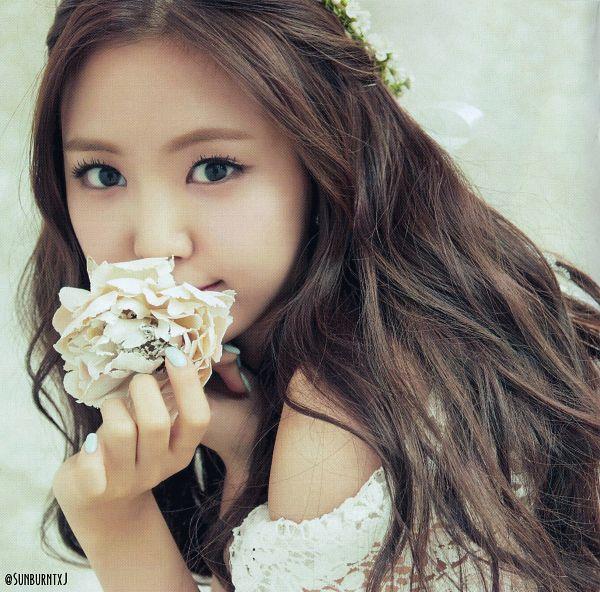 Tags: K-Pop, Apink, No No No, Son Na-eun, Close Up, Nail Polish, Flower, Flower Crown, White Flower, Make Up