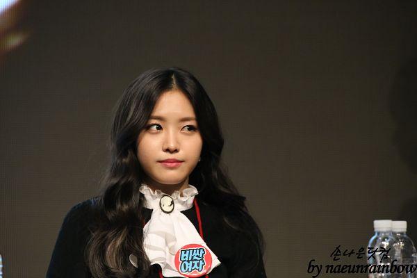Tags: K-Pop, Apink, Son Na-eun, Black Jacket, Dark Background, Looking Away, White Neckwear, Black Outerwear, Black Background, Wallpaper