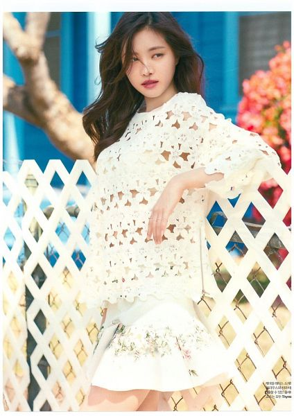 Tags: K-Pop, Apink, Son Na-eun, Looking Away, Plant, Fence, White Skirt, Skirt, Serious, Tree, Elle Korea, Magazine Scan