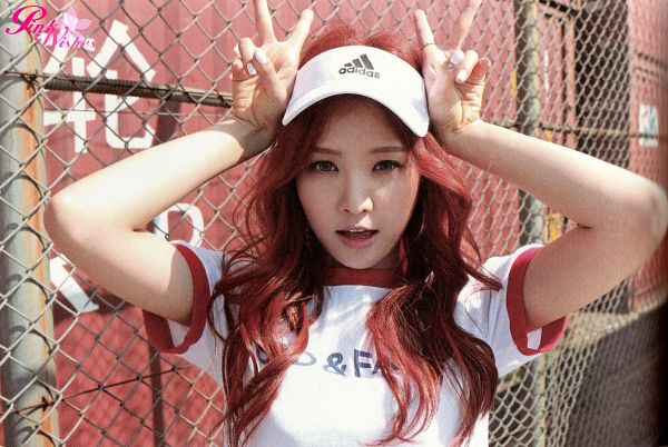 Tags: K-Pop, Apink, Son Na-eun, Red Hair, Fence, V Gesture, Wallpaper, Pink Memory
